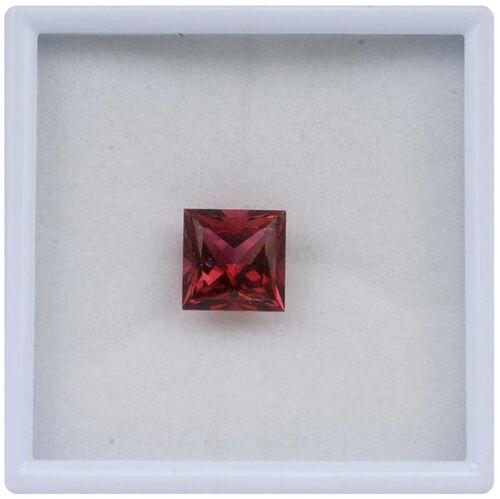 Blazing Red Topaz (Sqr 10 mm Princess Cut 2A) 5.610 Ct.