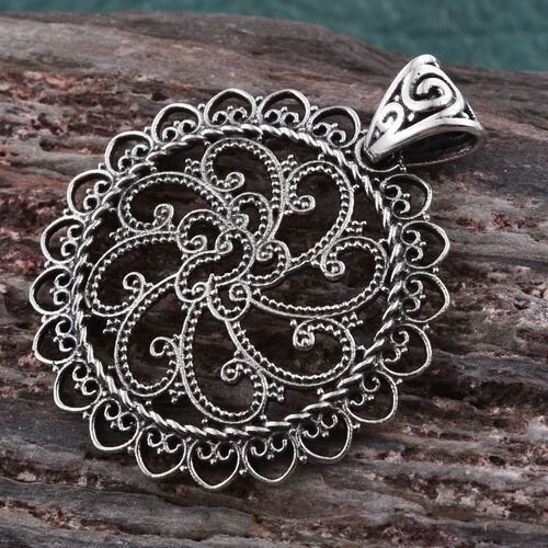 Artisan Hand Crafted Sterling Silver Circle Pendant (Silver Wt. 4.07 Gms)