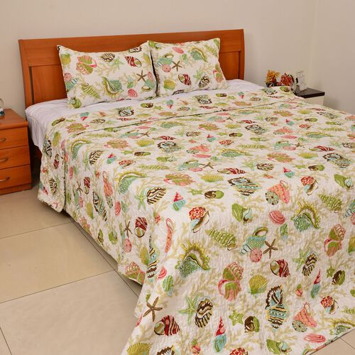 Red, Green and Multi Colour Swirl Quilting Pattern Cream Colour Quilt (Size 260x240 Cm) and Shams (Size 70x50 Cm)