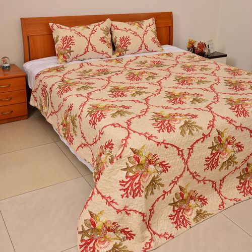 Red, Green and Multi Colour Shells Pattern Quilt (Size 260x240 Cm) and Shams (Size 70x50 Cm)