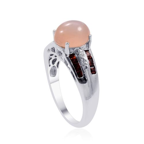 Mitiyagoda Peach Moonstone (Ovl 2.25 Ct), Mozambique Garnet and Diamond Ring in Platinum Overlay Sterling Silver 3.010 Ct.