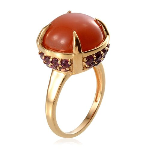 Mitiyagoda Peach Moonstone (Rnd 13.25 Ct), Rhodolite Garnet Ring in Yellow Gold Overlay Sterling Silver 15.75 Ct.