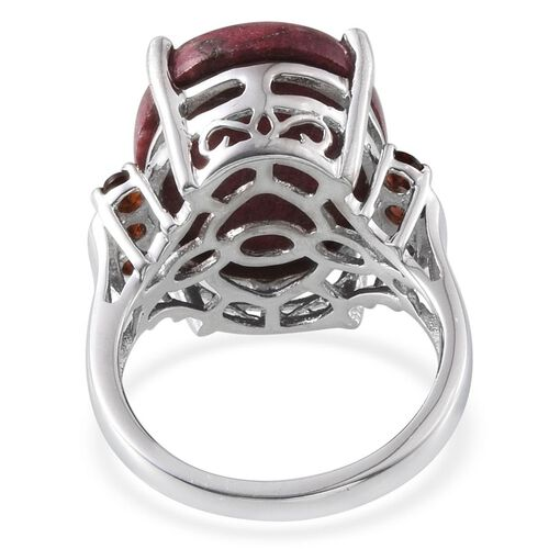 Norwegian Thulite (Ovl 16.50 Ct), Mozambique Garnet Ring in Platinum Overlay Sterling Silver 17.000 Ct.
