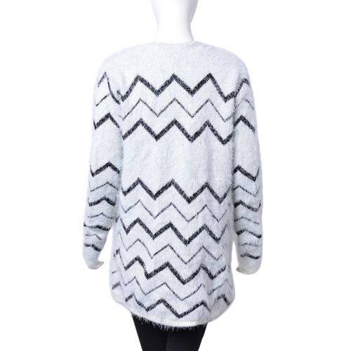 Italian Designer Inspired- Italian Designer Inspired-Black and White Colour Chevron Pattern Apparel with Pockets (Size 82X50 Cm)