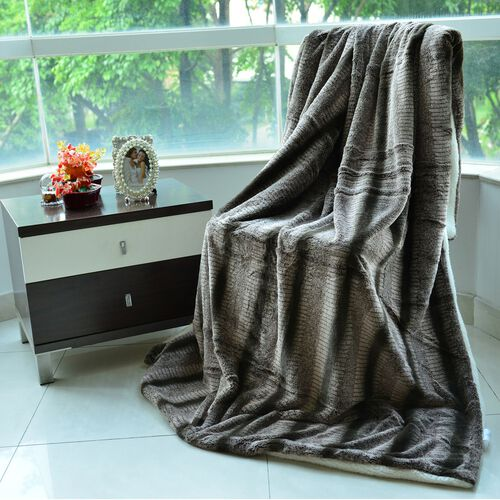 Superfine Luxury Brown Chinchilla Faux Fur Reversible Double Layer Sherpa Blanket (150x200 cm)