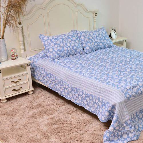 100% Cotton Blue and White Colour Floral and Leaves Printed Quilt (Size 250X220 Cm) with 2 Pillow Shams (Size 70X50 Cm)