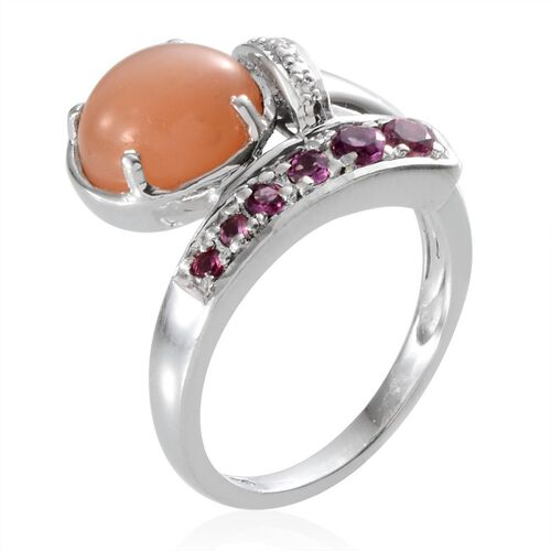 Mitiyagoda Peach Moonstone (Ovl 3.00 Ct), Rhodolite Garnet Ring in Platinum Overlay Sterling Silver 3.600 Ct.