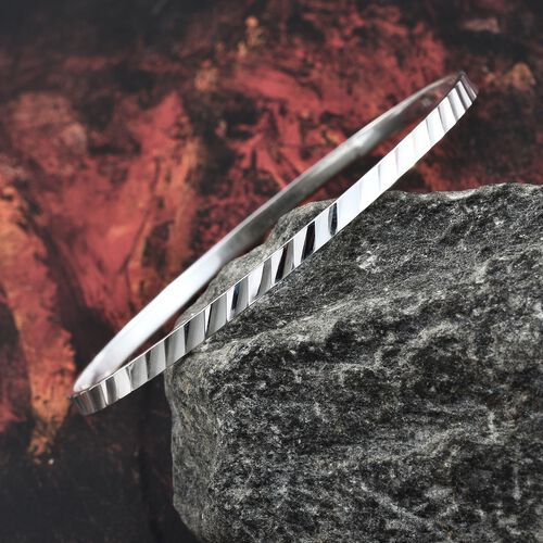 Designer Inspired - High Polished Sterling Silver Diamond Cut Bangle (Size 7.5), Silver wt 6.20 Gms.