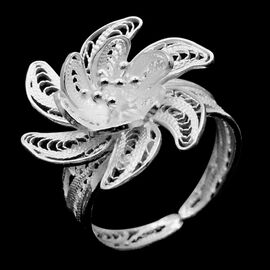 Royal Bali Collection Sterling Silver Floral Ring, Silver wt 3.45 Gms.