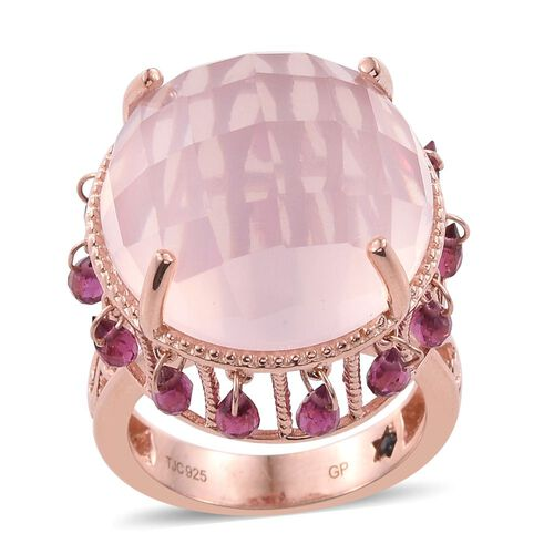 GP Rose Quartz (Rnd 29.23 Ct), Rhodolite Garnet and Kanchanaburi Blue Sapphire Ring in Rose Gold Overlay Sterling Silver 34.250 Ct. Silver wt 9.00 Gms.