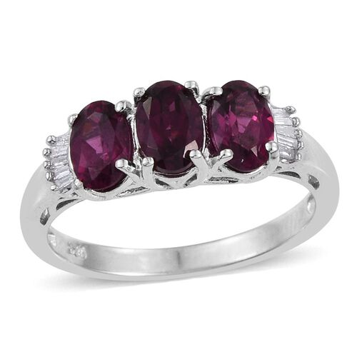Rare Mozambique Grape Colour Garnet (Ovl 1.45 Ct), Diamond Ring in Platinum Overlay Sterling Silver 1.500 Ct.