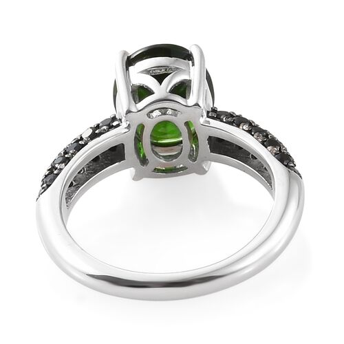 Limited Available-9K White Gold AAA Rare Size Russian Diopside (Ovl 10x8mm, 2.50 Cts) and Boi Ploi Black Spinel Ring  3.250 Ct.Gold Wt 4.00 Gms