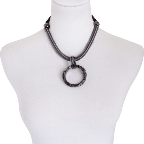 Circle Pendant With Chain (Size 20) in Black Tone