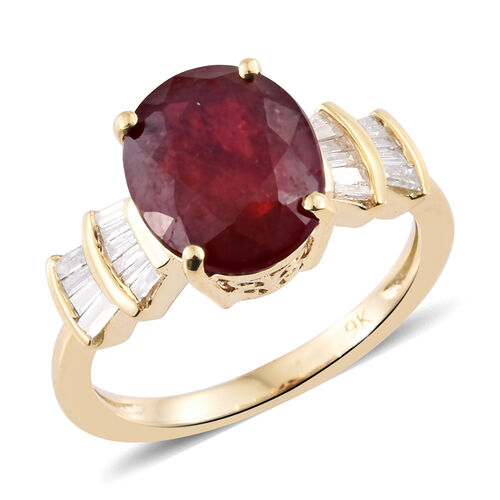 9K Yellow Gold AA African Ruby (Ovl 4.75 Ct), Diamond Ring 5.000 Ct.