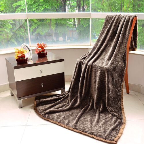 Superfine 300 Silky GSM Jacquard Microfibre Flannel Blanket in Brown Colour with Matching Border (Size 150X200 Cm)