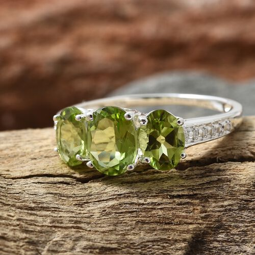 Hebei Peridot (Ovl 1.25 Ct) 3 Stone Ring in Sterling Silver 2.750 Ct.
