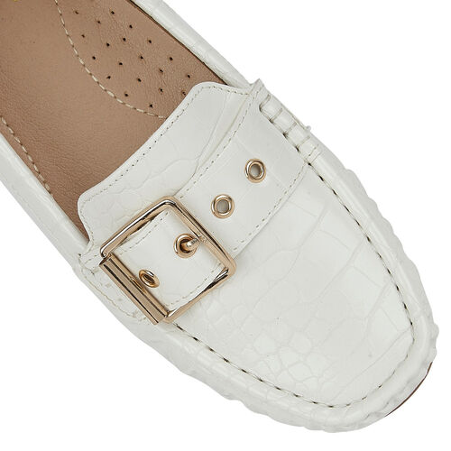 Lotus Cory Slip-On Loafers (Size 7) - White