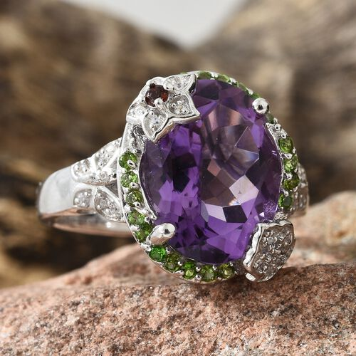 GP Amethyst (Ovl 8.75 Ct), Mozambique Garnet, Russian Diopside and Multi Gemstone Ring in Platinum Overlay Sterling 9.250 Ct. Silver wt 6.53 Gms.