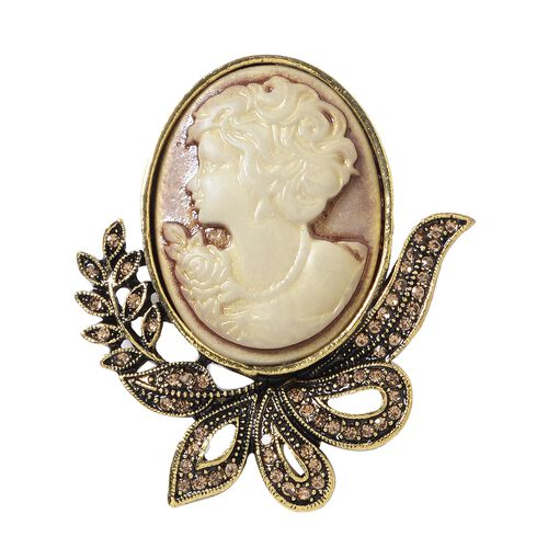 Champagne Colour Austrian Crystal (Rnd) Cameo Brooch in Gold Tone