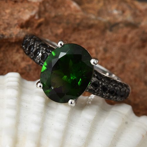 Limited Available-9K White Gold AAA Rare Size Russian Diopside (Ovl 10x8 mm) and Boi Ploi Black Spinel Ring  3.250 Ct.Gold Wt 4.00 Gms