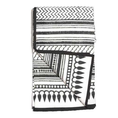 100% Cotton Flannel White and Black Colour Mystic Forrest Pattern Plaid (Size 150x130 Cm)