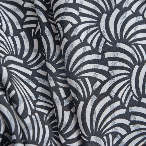 Black and White Colour Abstract Print Top (Size 50x45 Cm)