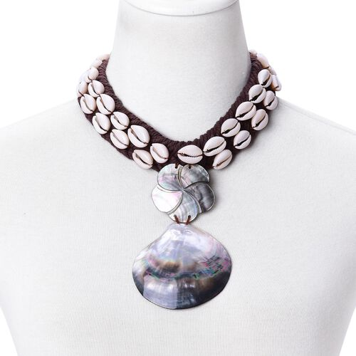 White and Black Shell Adjustabe Necklace (Size 16)