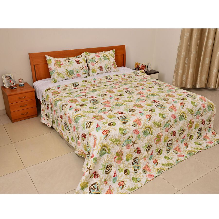 red green and multi colour swirl quilting pattern cream. Black Bedroom Furniture Sets. Home Design Ideas