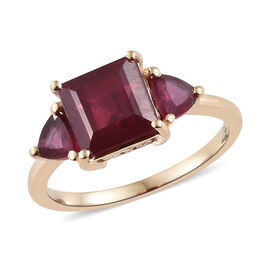 9K Yellow Gold AA African Ruby (Sqr and Tri) Three Stone Ring 3.250 Ct.