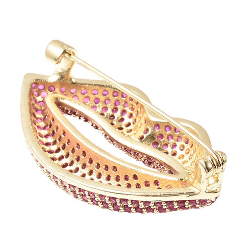 Simulated Ruby Lips Brooch in Yellow Gold Tone
