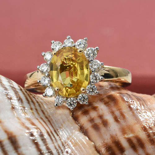 ILIANA 18K Y Gold AAA Premium Size Loupe Clean Chanthaburi Yellow Sapphire (Ovl 2.25 Ct), Diamond (SI/G-H) Ring 2.750 Ct., Gold Wt 4.41 Gms