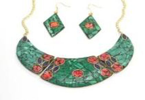 Green and Multi Resin Chips Fancy Necklace (Size 17) and Hook Earrings in Yellow Gold Bond