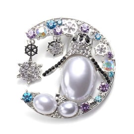 White Austrian Crystal Enamelled and Simulated Pearl Brooch in Silver Tone