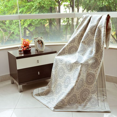 Double Sided Foil Print Fleece Blanket with Circle Design (Size 170x130 Cm)