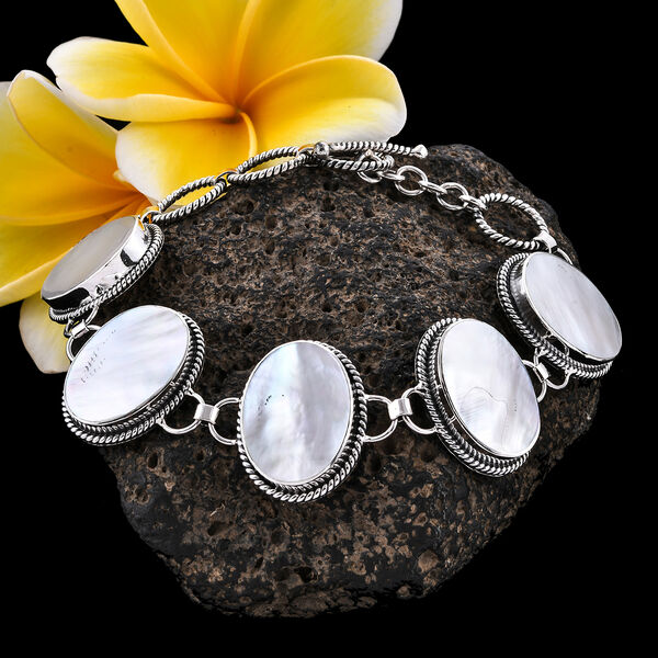 Royal Bali Collection - Mother of Pearl (Ovl 20x15 mm) Bracelet (Size 6.25) in Sterling Silver, Silver wt 18.42 Gms
