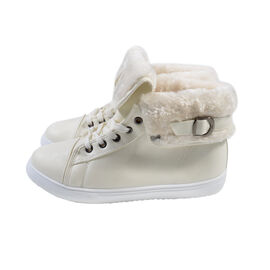 Womens Flat Faux Fur Lined Grip Sole Winter Ankle Boots - White