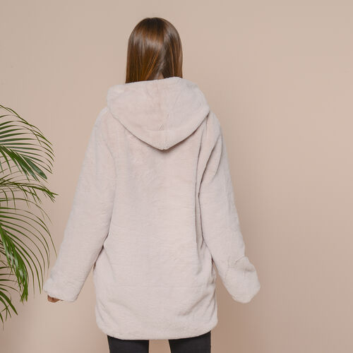 Supersoft Faux Fur Coat with Two Pockets and Zipper Closure (Size M; 57x75cm) - Beige