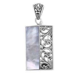 Royal Bali Collection - Mother of Pearl Pendant in Sterling Silver, Silver wt 3.75 Gms
