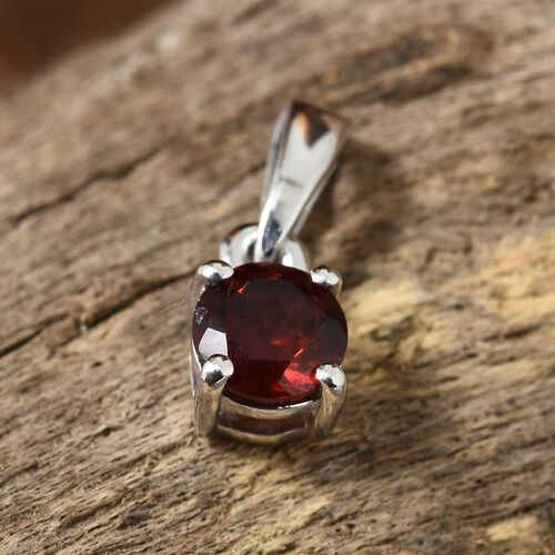 Mozambique Garnet (Rnd) Solitaire Pendant in Platinum Overlay Sterling Silver 0.500 Ct