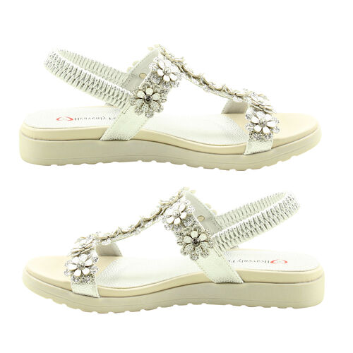 Heavenly Feet Santana Floral Detail Sandals in Silver and White (Size 6)
