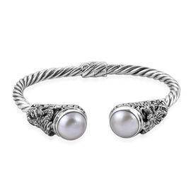 Royal Bali Collection White Mabe Pearl (Rnd 14 mm) Twisted Cuff Bangle (Size 7.5) in Sterling Silver