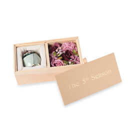 The 5th Season Scented Soy Wax Candle with Artificial Flowers in Wooden Gift Box - Light Green