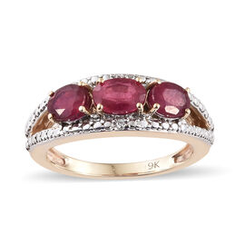 9K Yellow Gold AAA  African Ruby (Ovl), Natural White Cambodian Zircon Ring 1.750 Ct