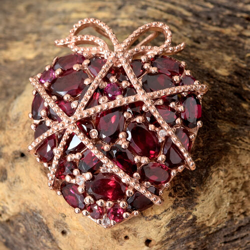 GP Rhodolite Garnet (Ovl and Rnd ), White Topaz and Kanchanaburi Blue Sapphire Pendant in Rose Gold in Sterling Silver 9.500 Ct, Silver wt 7.90 Gms.