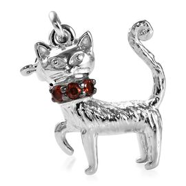 Mozambique Garnet (Rnd) Cat Charm in Platinum Overlay Sterling Silver