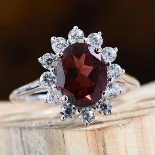 9K White Gold AAA Mozambique Garnet (Ovl 9x7 mm), Natural Cambodian Zircon Floral Ring 2.900 Ct.