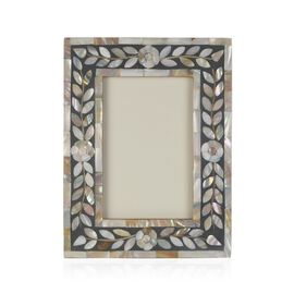 Natural Mother of Pearl Leaves Pattern Handcrafted Picture Frame (Size 4 x 6 Inches) Grey