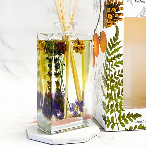 135ml Refillable Glass Bottle Oil Diffuser with Dry Flower and Reed Sticks (Size 7.5x24.5x10 Cm) - LIME BASIL & MANDRIN