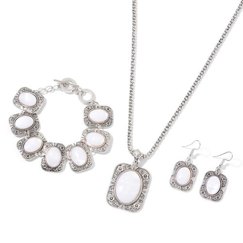 White Shell Floral Pendant with Chain (Size 18 with 2 inch Extender), Bracelet (Size 8) and Hook Earrings in Silver Tone