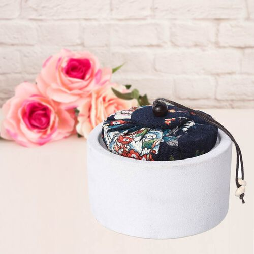 Aromatic Soy Wax Candle in White Ceramic Container with Gift Box (Burning Time: 20 hours) - Freesia Fragrance